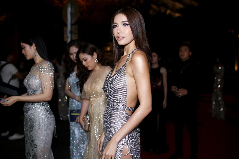 Hoa hậu HHen Niê đọ sắc cùng Hoàng Thùy và Mâu Thủy trên thảm đỏ Ngôi sao xanh-4
