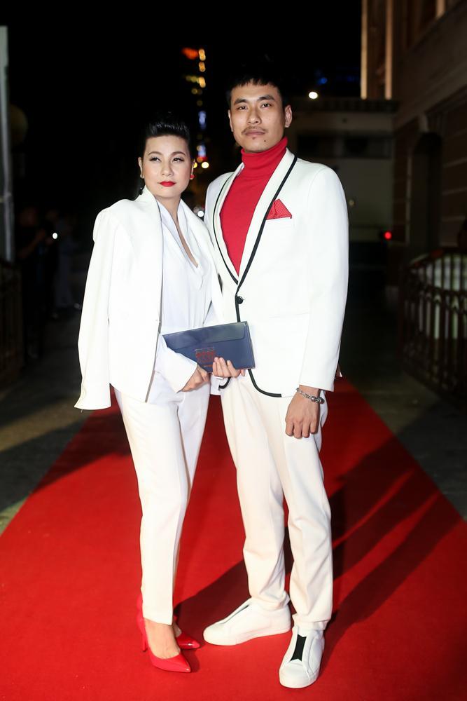 Hoa hậu HHen Niê đọ sắc cùng Hoàng Thùy và Mâu Thủy trên thảm đỏ Ngôi sao xanh-5