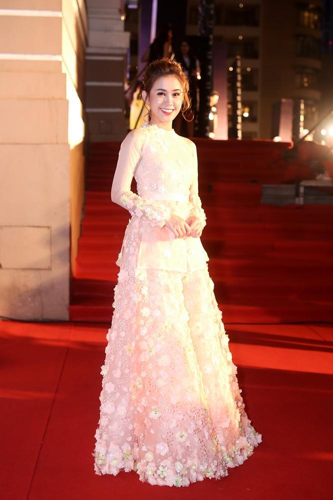 Hoa hậu HHen Niê đọ sắc cùng Hoàng Thùy và Mâu Thủy trên thảm đỏ Ngôi sao xanh-7
