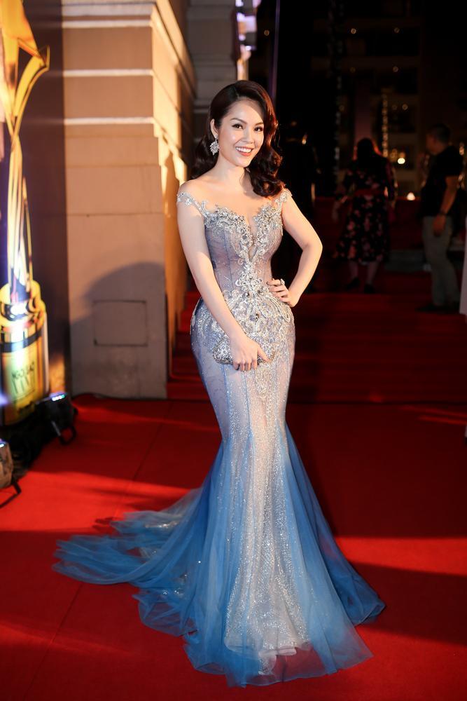 Hoa hậu HHen Niê đọ sắc cùng Hoàng Thùy và Mâu Thủy trên thảm đỏ Ngôi sao xanh-9