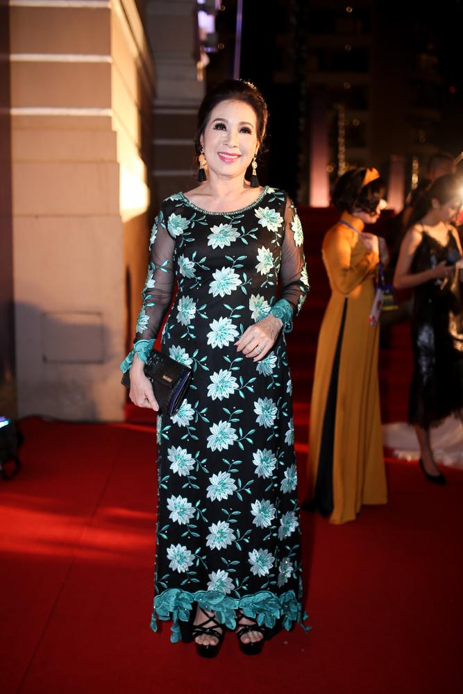 Hoa hậu HHen Niê đọ sắc cùng Hoàng Thùy và Mâu Thủy trên thảm đỏ Ngôi sao xanh-13