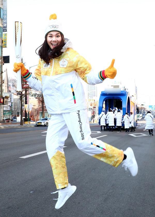 Thanh Hằng đại diện Việt Nam rước đuốc tại Thế Vận Hội mùa đông 2018-9