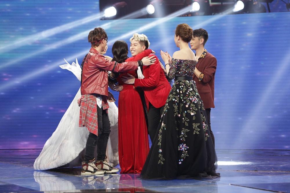 Gia đình hoa dâm bụt Hòa Minzy, Đức Phúc, Erik dắt tay nhau vào Chung kết Cặp đôi hoàn hảo-1