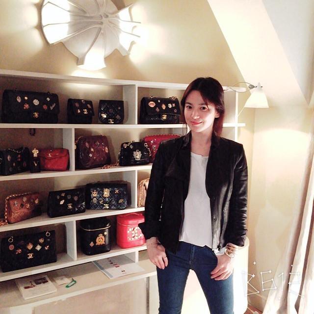 Chọn túi hiệu có gắn tên mình, Song Hye Kyo chẳng sợ đụng hàng ai-4