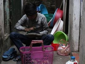 Chàng trai 25 tuổi và câu chuyện xót xa vượt giá rét, đi đánh giày lấy tiền chữa bệnh