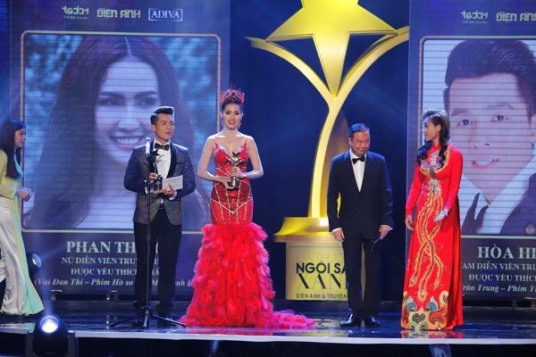 HHen Niê trao giải Nam diễn viên xuất sắc cho NSƯT Hữu Châu-4