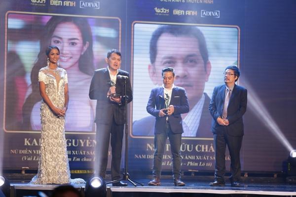 HHen Niê trao giải Nam diễn viên xuất sắc cho NSƯT Hữu Châu-6