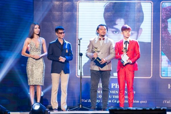 HHen Niê trao giải Nam diễn viên xuất sắc cho NSƯT Hữu Châu-8