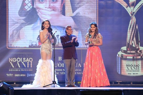 HHen Niê trao giải Nam diễn viên xuất sắc cho NSƯT Hữu Châu-11