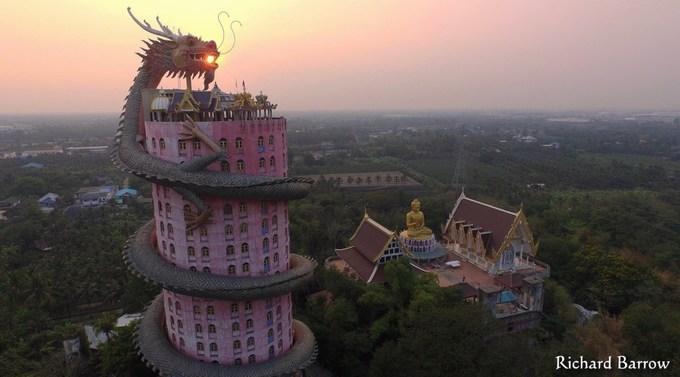 Ngôi đền rồng uốn lượn độc đáo ở Thái Lan-1