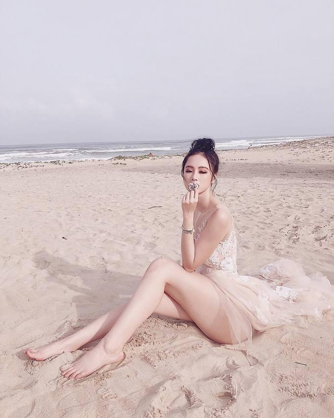 Thời trang đi biển sexy hết nấc của Angela Phương Trinh-3