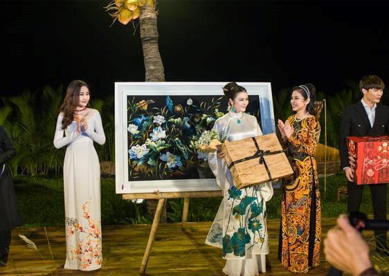 Hai tháng đội vương miện đầy sóng gió của Hoa hậu Đại Dương Ngân Anh-13
