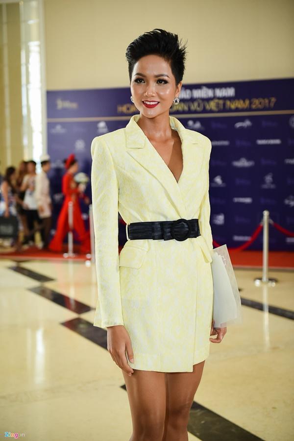 Phong cách thời trang giản dị của tân Hoa hậu Hoàn vũ HHen Niê-10
