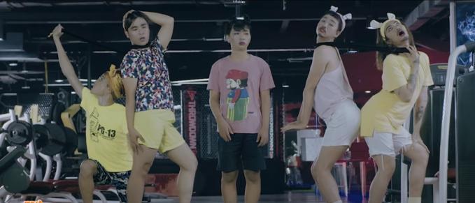 Tranh giành trai đẹp, Trấn Thành bị hội chị em bạn dì của BB Trần đánh cho sấp mặt-3