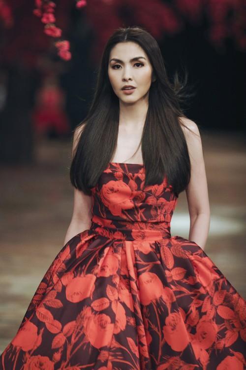 Lệ Quyên - Hà Tăng đẹp bất phân thắng bại khi diện chung một mẫu váy-4