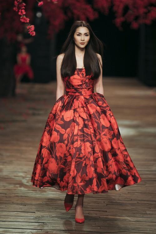 Lệ Quyên, Hà Tăng đẹp bất phân thắng bại khi diện chung váy