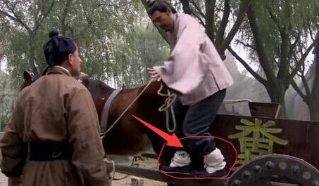 Chết cười với những hạt sạn xuyên không về thời xưa trong phim cổ trang Hoa ngữ-4