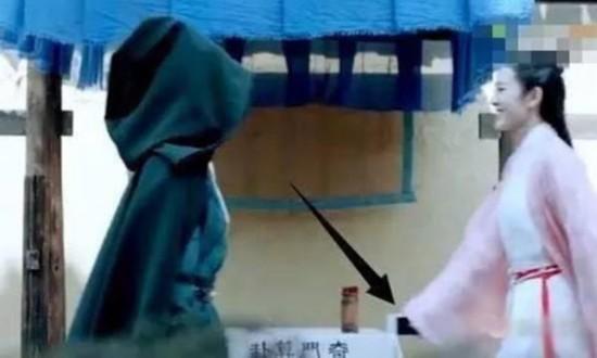 Chết cười với những hạt sạn xuyên không về thời xưa trong phim cổ trang Hoa ngữ-11
