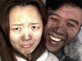 Cặp vợ chồng vô tư chụp ảnh 'tự sướng' dù nhà vừa bị cháy