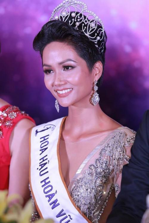 Lộ ảnh thời sinh viên ở phòng trọ chật hẹp của Hoa hậu H'Hen Niê khi chưa đăng quang-4