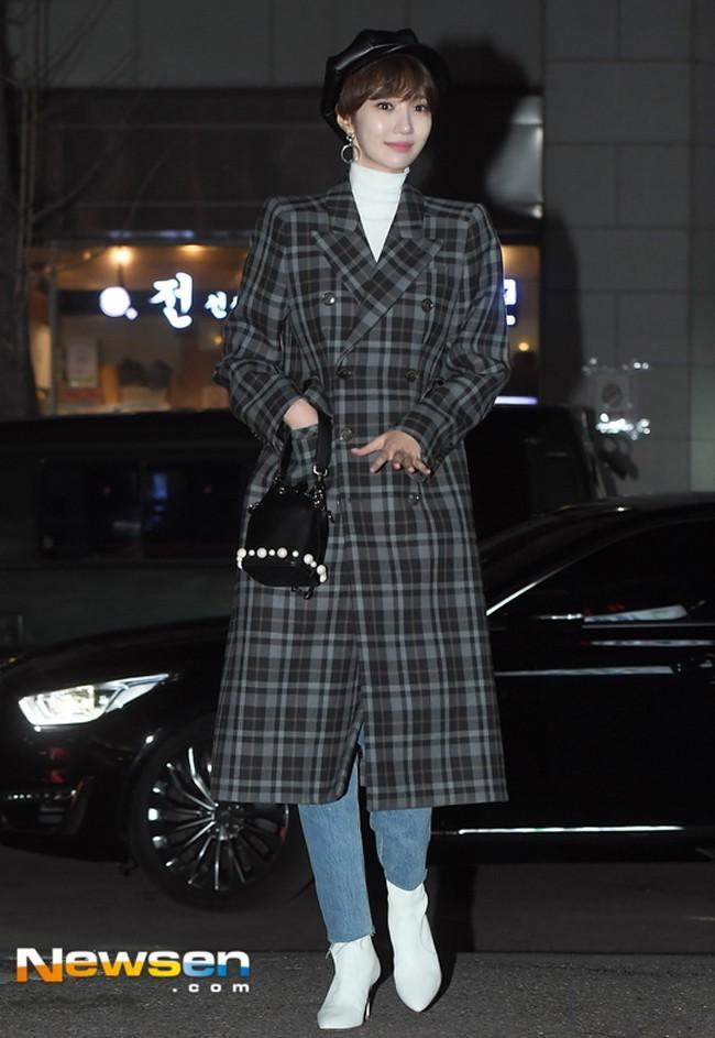 Dát hàng hiệu tinh tế, Suzy - Irene nổi bật nhất street style sao Hàn tuần qua-7