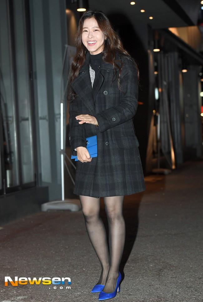 Dát hàng hiệu tinh tế, Suzy - Irene nổi bật nhất street style sao Hàn tuần qua-8