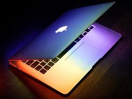 Apple bị nghi ngờ gian lận thời lượng pin chờ trên Macbook