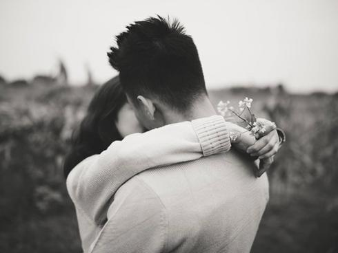 Ở bên nhau không phải là CHỮ NỢ, em vẫn muốn trả cả thanh xuân này bởi CHỮ DUYÊN