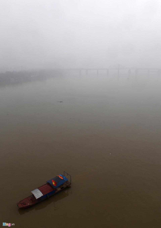 Các tòa nhà mất nóc trong sương mù dày đặc bao phủ Hà Nội-3