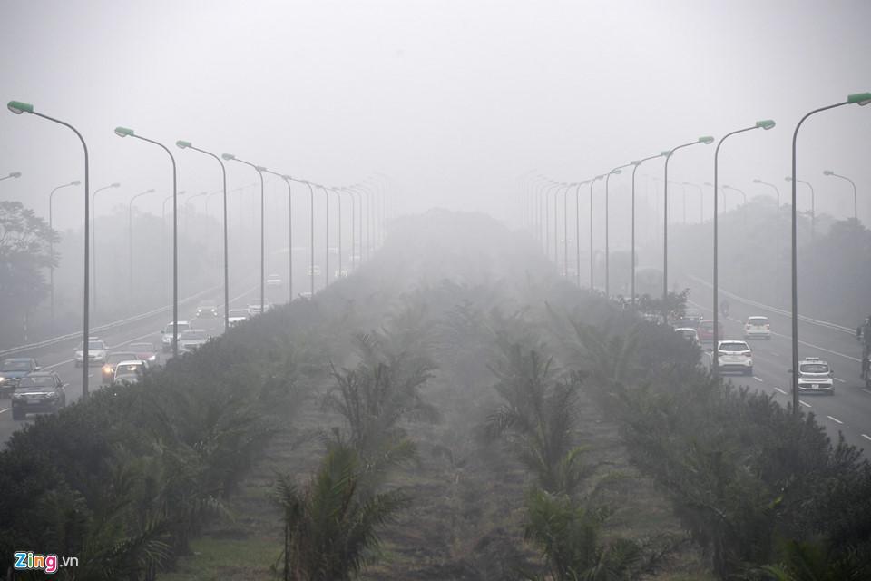 Các tòa nhà mất nóc trong sương mù dày đặc bao phủ Hà Nội-10