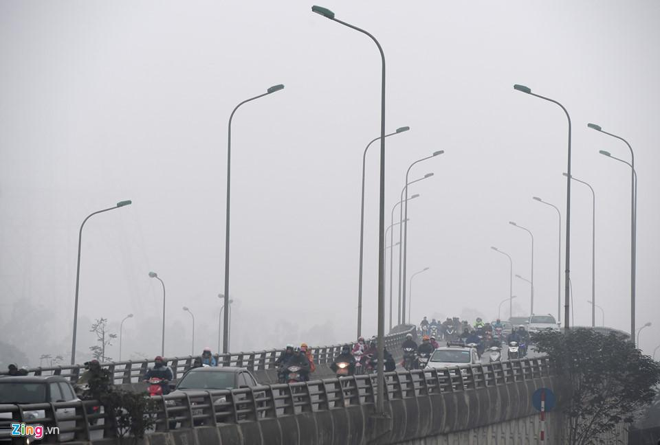 Các tòa nhà mất nóc trong sương mù dày đặc bao phủ Hà Nội-12
