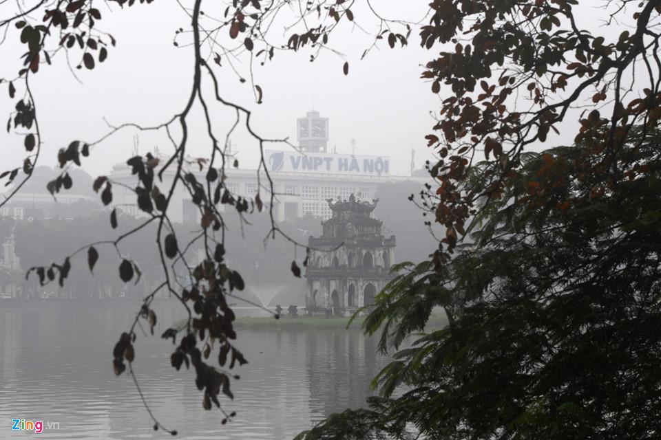 Các tòa nhà mất nóc trong sương mù dày đặc bao phủ Hà Nội-13