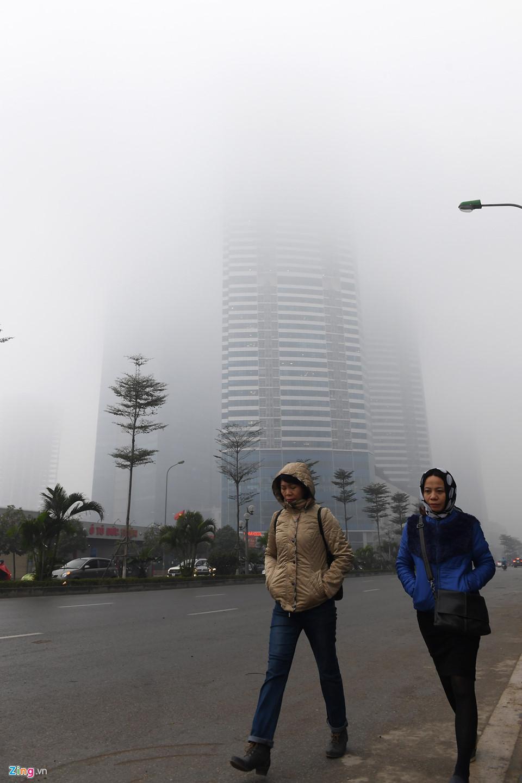 Các tòa nhà mất nóc trong sương mù dày đặc bao phủ Hà Nội-6