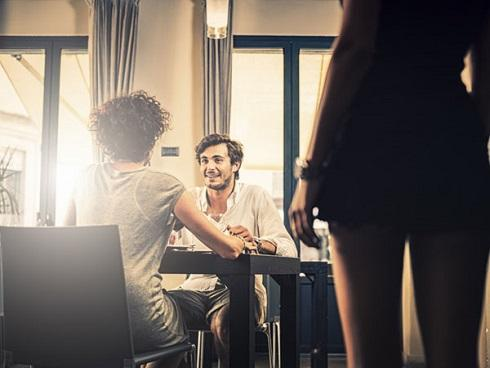 Tạt axit chồng vì nghi ngoại tình