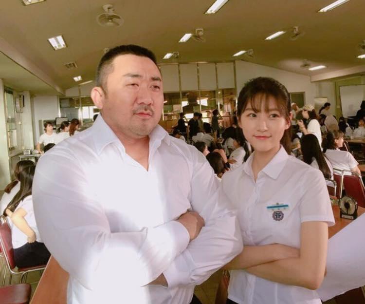 Sao Hàn 16/1: Bạn thân tiết lộ lý do bật khóc trong đám cưới Song joong Ki - Song Hye Kyo-8