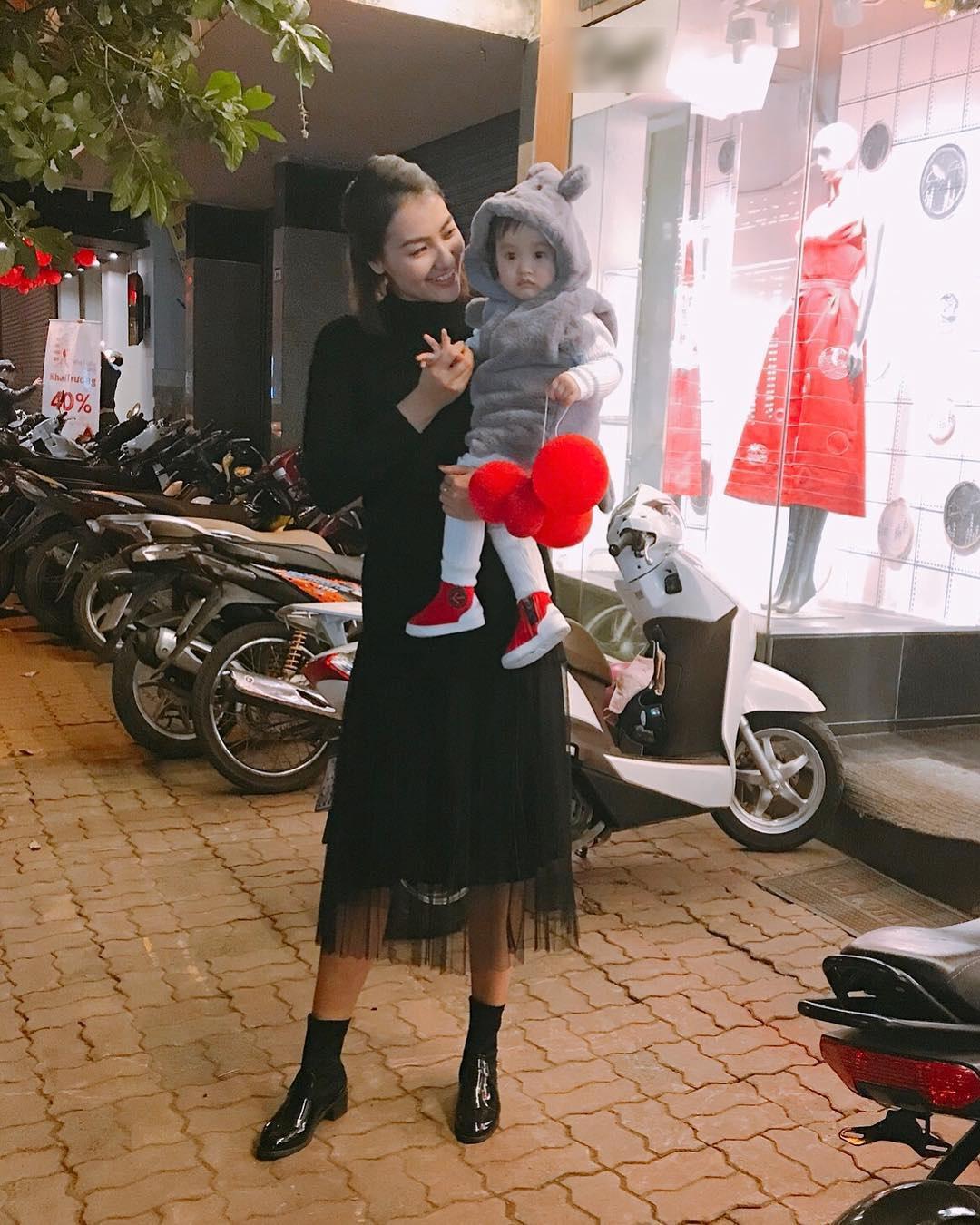 Tin sao Việt: Phi Thanh Vân tự tin đường cong tuyệt mỹ làm tê dại những trái tim-12