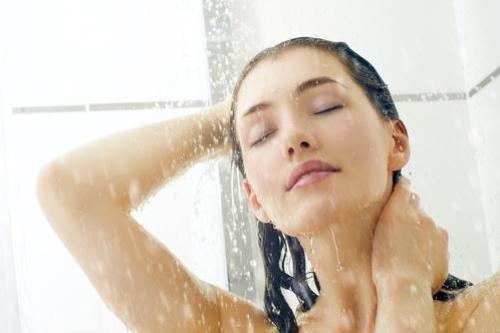 Bạn có thể mất mạng nếu mắc sai lầm này khi tắm vào mùa đông-1