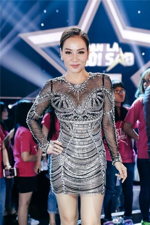 Đến cả những chiếc váy cũng xuất hiện phiên bản song sinh, giống hàng tái chế đến 99%-2