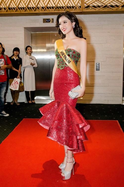 Đến cả những chiếc váy cũng xuất hiện phiên bản song sinh, giống hàng tái chế đến 99%-5