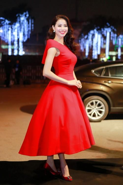 Đến cả những chiếc váy cũng xuất hiện phiên bản song sinh, giống hàng tái chế đến 99%-6