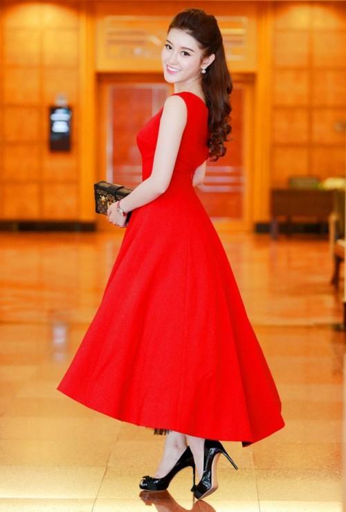 Đến cả những chiếc váy cũng xuất hiện phiên bản song sinh, giống hàng tái chế đến 99%-7