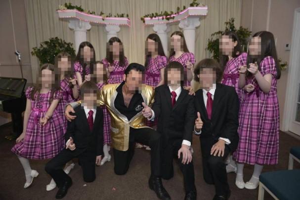 Tội ác của cặp bố mẹ xích giam 13 đứa con trong nhà chỉ thả ra vào ban đêm để cho đi kiếm ăn-4