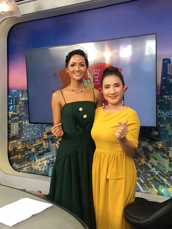 Cát Tường than thở vì Hoa hậu HHen Niê tới trường quay trễ 1 tiếng-2