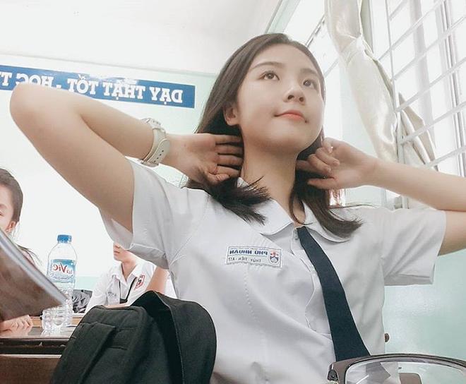 Xinh đẹp, học giỏi, nữ sinh Phú Nhuận khiến nam sinh đồng loạt muốn chuyển trường-1