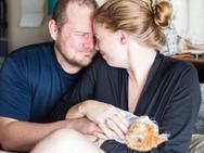 Cặp vợ chồng 'diễn sâu' trong bộ ảnh hạ sinh… mèo khiến dân mạng choáng váng