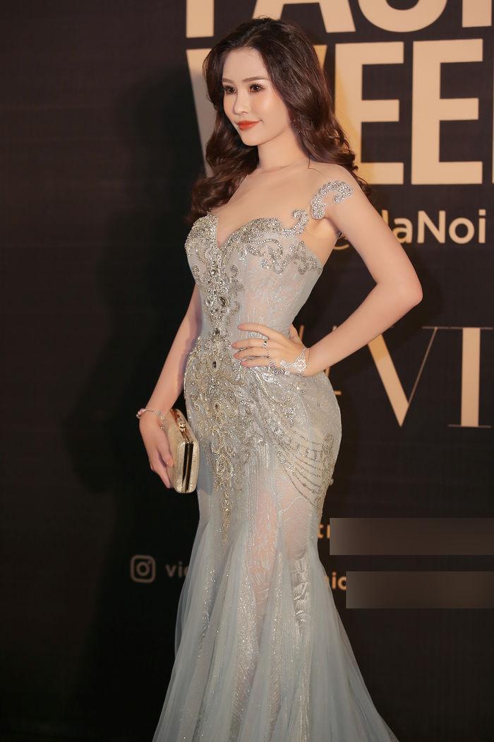 Hoàng Thùy chẳng ngán khi đụng độ váy áo với Hoa hậu Đại Dương Lê Âu Ngân Anh-4