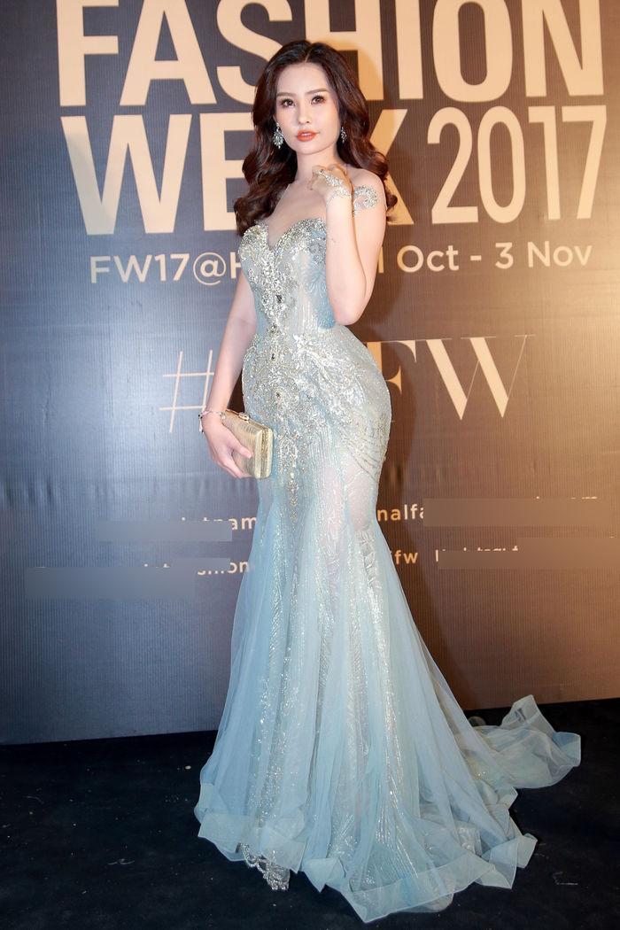 Hoàng Thùy chẳng ngán khi đụng độ váy áo với Hoa hậu Đại Dương Lê Âu Ngân Anh-5
