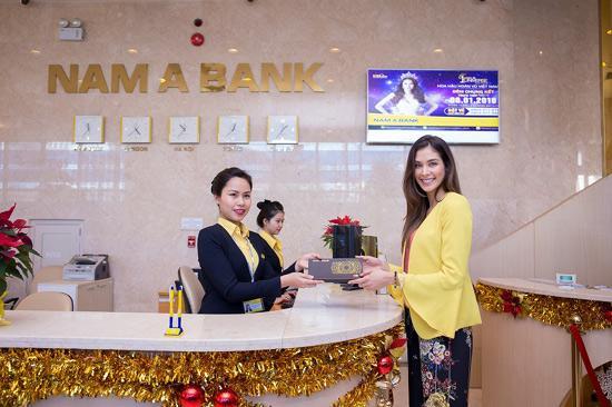 Tân hoa hậu H'Hen Niê tham quan hội sở Nam A Bank-3
