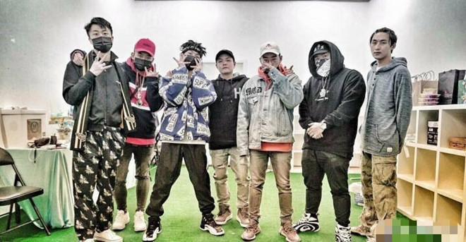 Ngoại tình với Lý Tiểu Lộ, PGone khiến nhóm nhạc rap điêu đứng-1