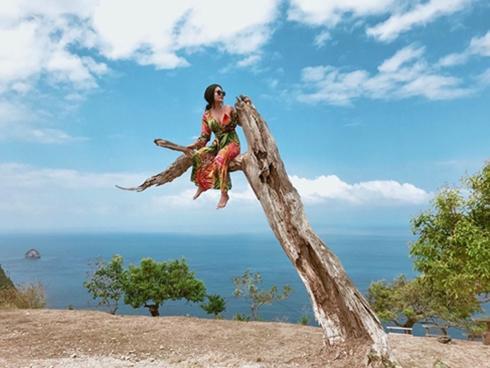 Kỷ niệm 'trầy da tróc vẩy' ở Bali của nàng nấm lùn sexy